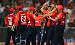 2nd T20I: Quinton de Kock heroics not enough as England beat South Africa in thriller to level serie