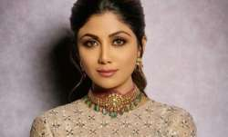 Shilpa Shetty replaces eggs with flaxseed powder while baking banana bread