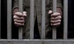 Two prisoners, prisoners escape, COVID centre, Four cops suspended, Maharashtra, Thane, COVID care c