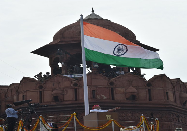 essay of independence day on red fort Category: essays, paragraphs and articles by ankita mitra  hence, we  celebrate our independence day on 15th of august every year  of august, 1947 , pandit jawaharlal nehru raised the tri-colour national flag of india at red fort,  delhi.