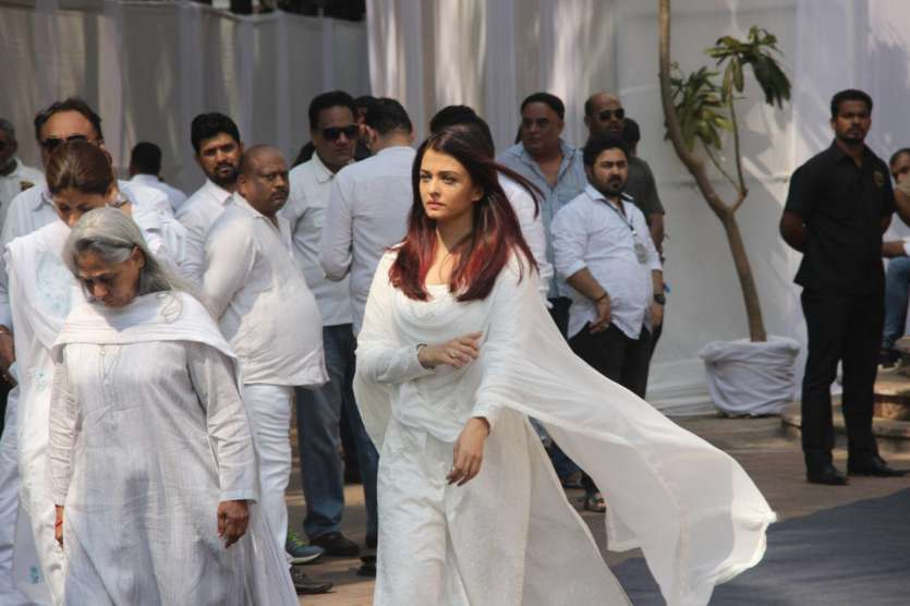 Sridevi funeral Deepika Padukone Raveena Tandon Soha Ali ...