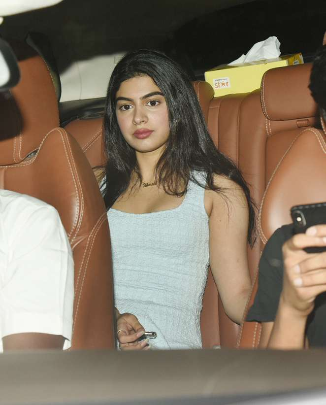 Janhvi's sister Khushi as not behind. She looked absolutely enthralling at the movie screening.
