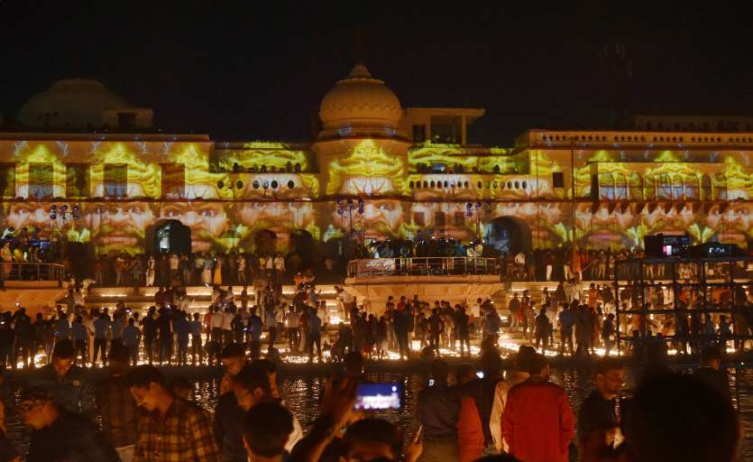 5.51 lakhs earthen lamps to be lit on the bank of River Saryu today.