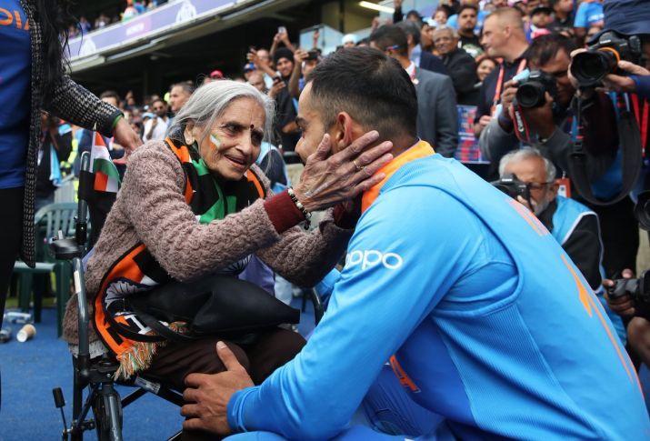 Virat Kohli invites 'super fan' Charulata ji via letter for India-Sri Lanka clash
